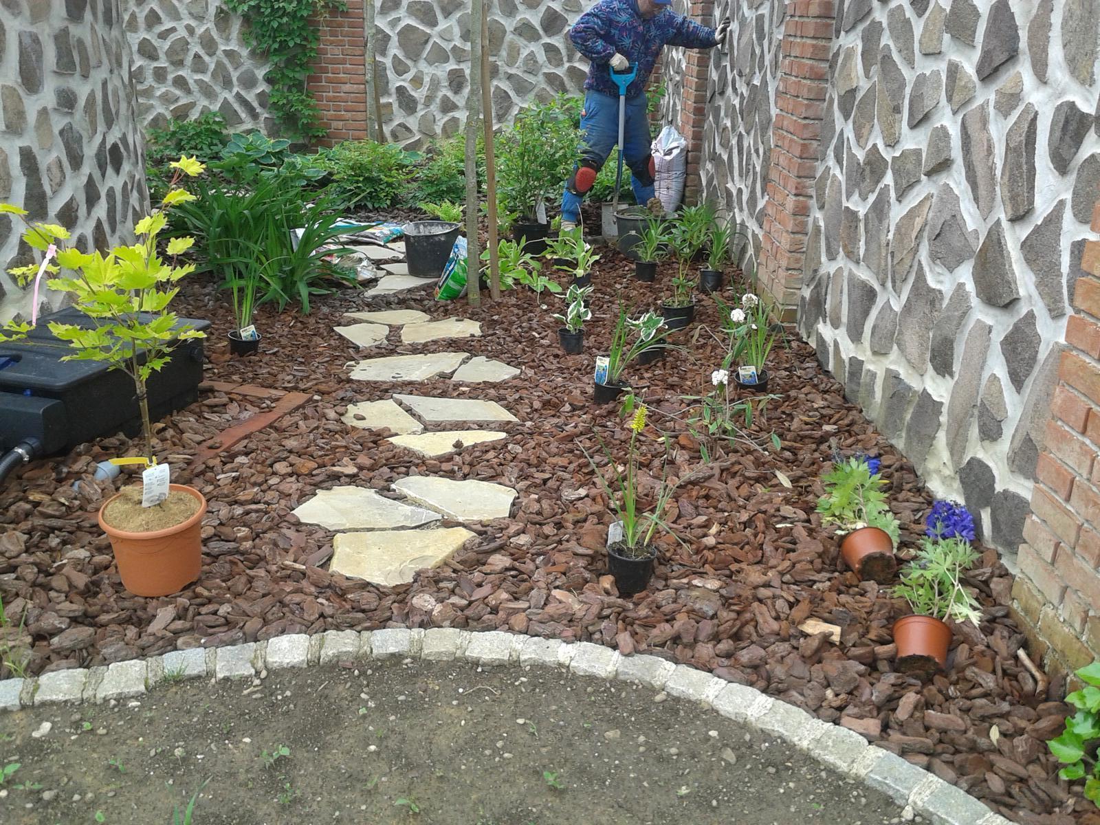 Exterier zahrada - ...pokračujeme...