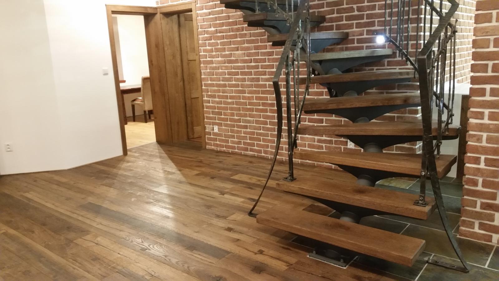 Náš interier - Konečne robíme podlahu na prízemí.