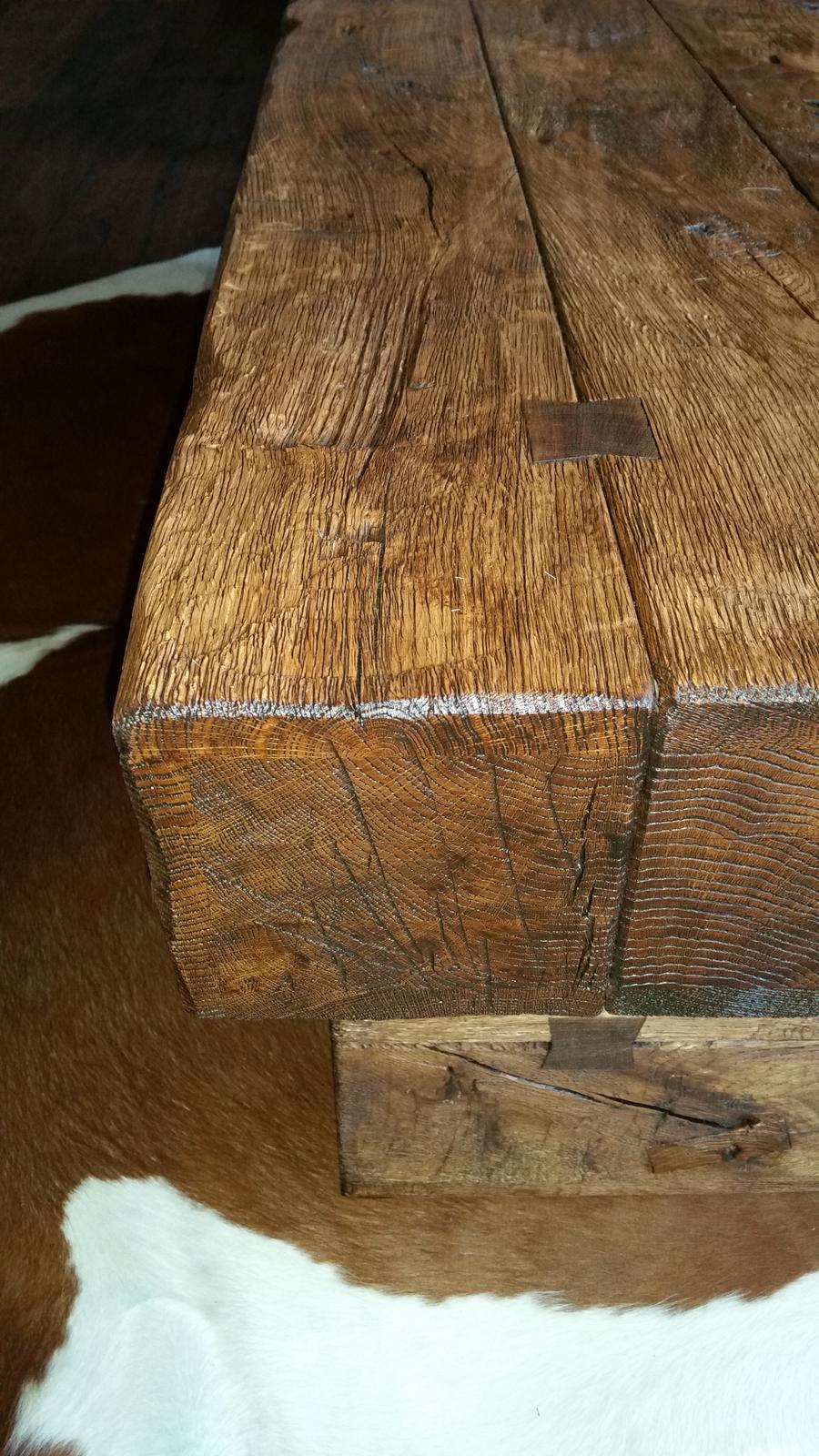 Náš interier - Detail stolíka...