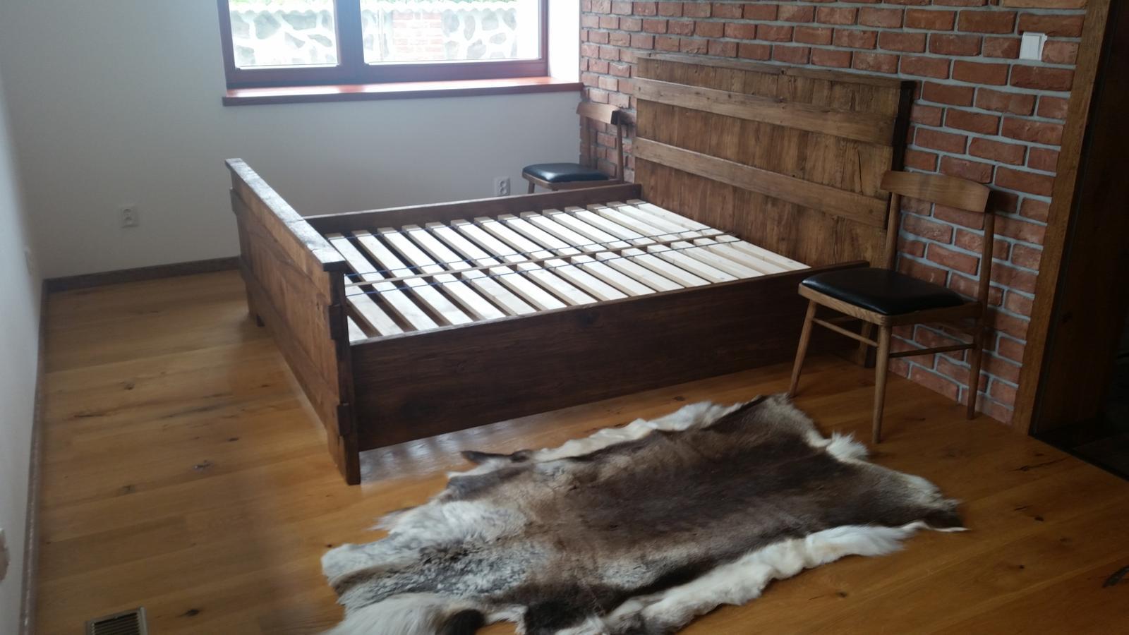 Náš interier - Spálňa...zatiaľ bez matrací a bez nočných stolíkov...