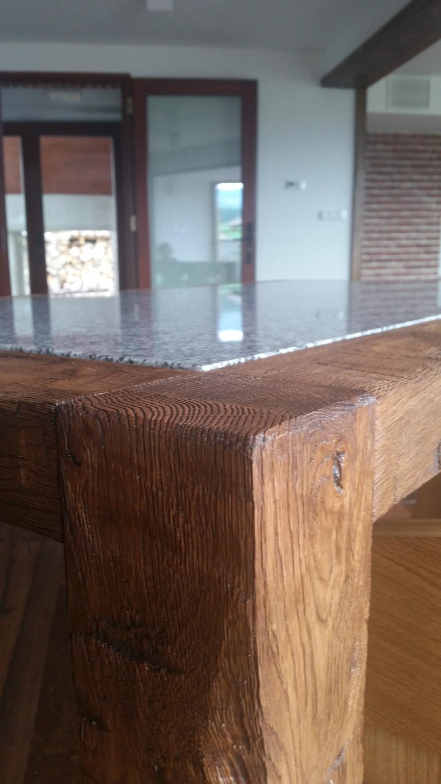 Náš interier - ...detail nohy stola a zulovej dosky