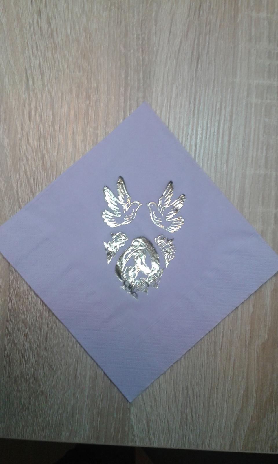 Lila ubrousky , dekorační perly  - Obrázek č. 1