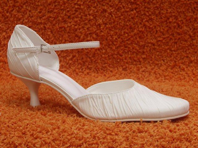 Náš veľký deň bude 9.mája 2009 - po takýchto topánkach túžim