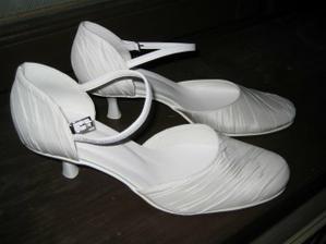 Svadobné topánočky sú už doma