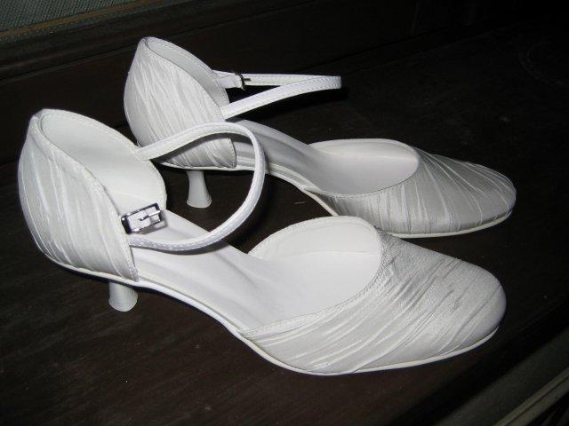 Náš veľký deň bude 9.mája 2009 - Svadobné topánočky sú už doma