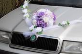 Dekorace na auto ženicha i nevěsty,