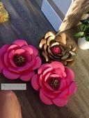 Zlaté a růžové svatební kytky z pevného papíru,