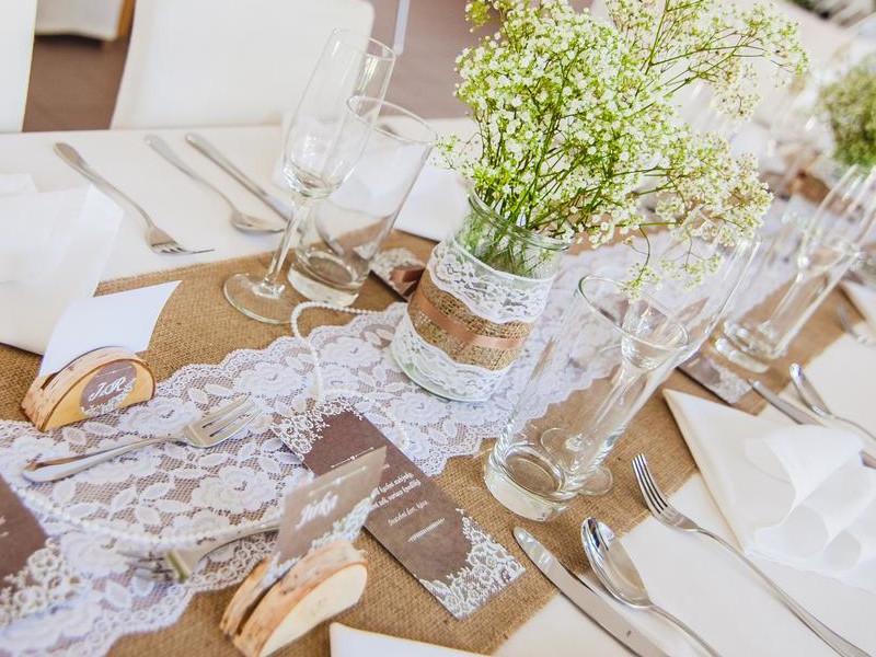 Svatební přípravy - Vzhledem k místu svatby jsme se rozhodli pro přírodní rustikální styl.