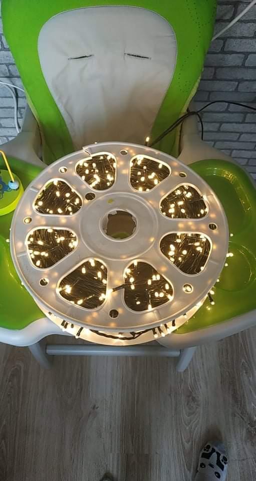 Svatební přípravy - 100m světelný řetěz na osvětlení zahrady, bude to pohádkové 💡
