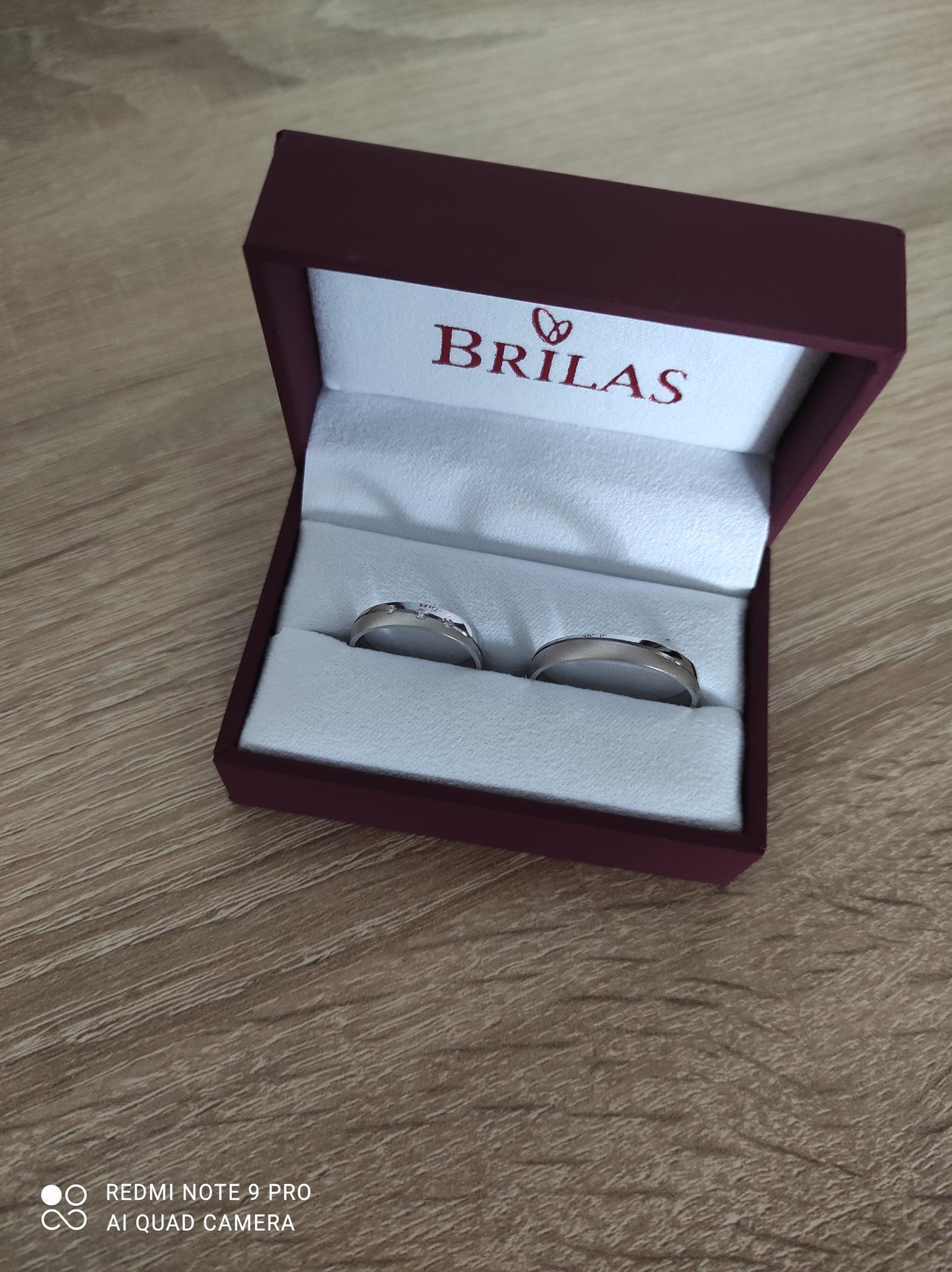 Svatební přípravy - Naše snubní prstýnky od Brilas.
