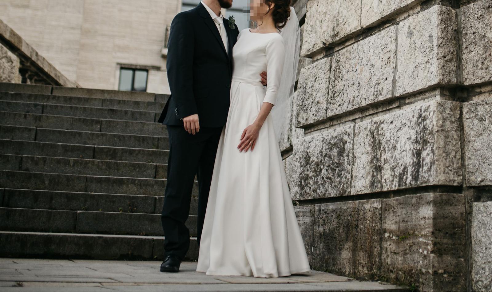 Svadobné šaty s 3/4 rukávom bez zdobenia - Obrázok č. 1