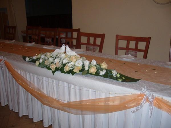 Maťko a Lucka - náš hl. stôl::) je krásny moja sestrrička mi robila