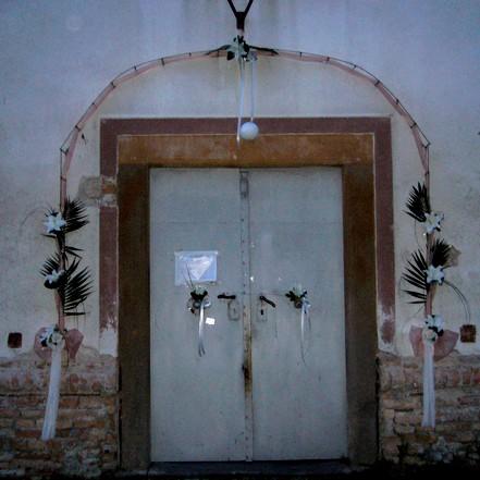 Maťko a Lucka - výzdoba pred kostolom:) fotky z vnútra dodám neskôr