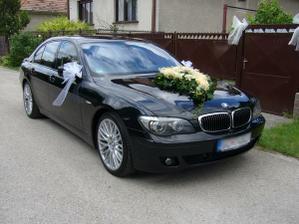 naše svadobné autíčklo už vyzdobené