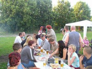 párty na zahradě