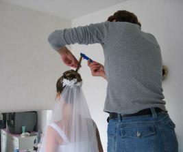 kadeřnice měla s rozlítanými vlasy docela problém - ale zvládla to na jedničku!