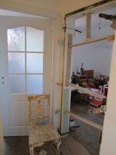 už zbývají jen jedny dveře do pracovny ...