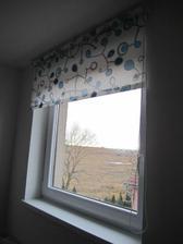 okno v pracovně dostalo roletku :)