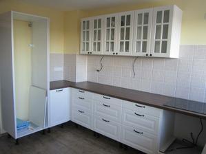 johoho... kuchyň už má pracovní desku :)