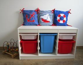 lavice na sezení i úložna na hračky:)