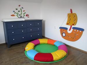 Pokojíček máme HOTOVÝ ... teď už jen dodat malého námořníka :)