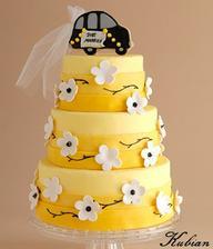 Tato torticka bola nasa svadobna , ale bez toho auta na vrchu