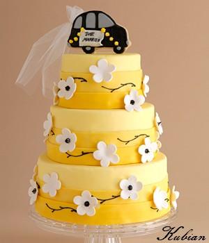 Torty - Tato torticka bola nasa svadobna , ale bez toho auta na vrchu