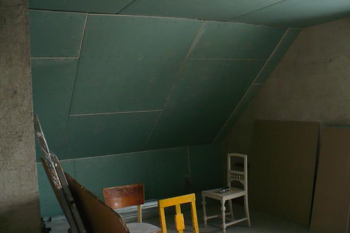 Naše podkroví - budoucí koupelna ještě bez okna