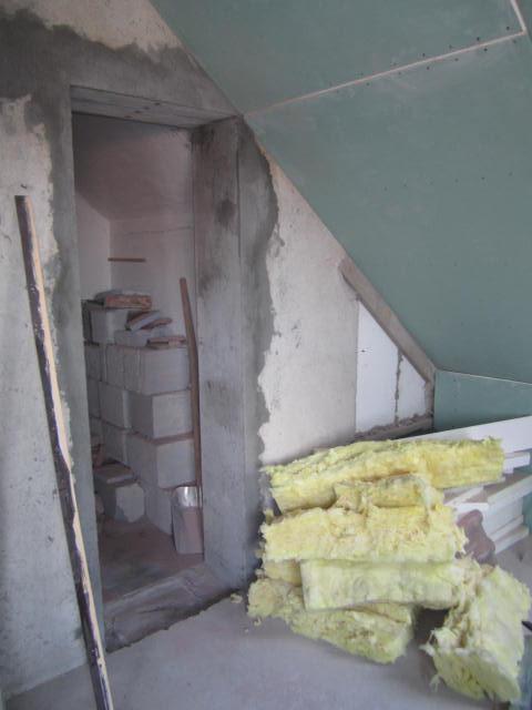 Naše podkroví - už jsou vybourané dveře do koupelny