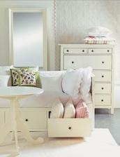 dievčatá, zistila som, že nábytok v tomto blogu je pomerne nákladný, ale nezúfajme, Ikea to istí:-)