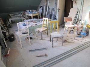Židle kam se podíváš ... a nepořádek taky
