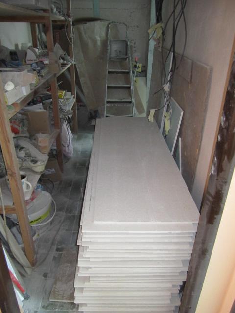 Naše podkroví - přivezli nám odhlučňovací desky na podlahu