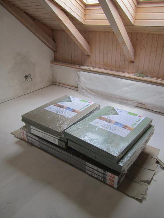 Naše podkroví - v každé místnosti je už připravena hobra a podlaha :)