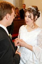...prijmi tento prsten nielen ako znak mojej lasky a vernosti, ale aj na znak toho, ze sa Ti úplne odovzdávam a celého Ťa prijímam do svojho života...