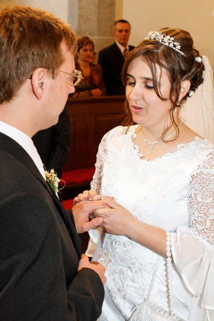 Mária Gičová{{_AND_}}Jozef Flimel - ...prijmi tento prsten nielen ako znak mojej lasky a vernosti, ale aj na znak toho, ze sa Ti úplne odovzdávam a celého Ťa prijímam do svojho života...