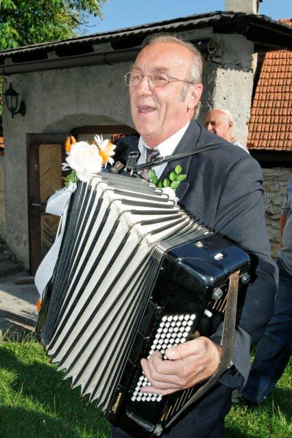Mária Gičová{{_AND_}}Jozef Flimel - ...človek, ktorý mi pomohol do manželského chomúta: pán Dušan Oravec...