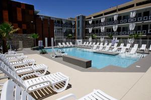 hotel ve Vegas, ten bazen taky vyuzijem, v dubnu uz je teplo