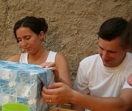 rozbalování dárečků