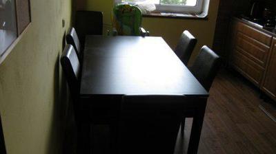 Už máme na svém místě i stůl a židle.