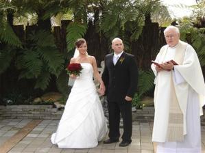Novo-Zelandska svadba v nadhernych zahradach