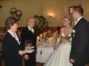 Pani Sabadková nás privítala so šampanským a chlebom a soľou