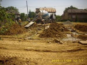 betonujeme základy