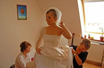 posledné úpravy pred príchodom ženícha