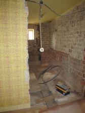 tam vzadu niekde bude wc a na stene bude visieť kotol :-)