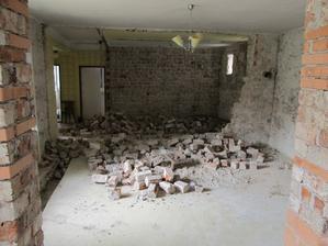 krásny veľký priestor...škoda len, že treba na život aj WC a kúpelňu... ale máme aspoň voľnú ruku v tom, ako postavíme priečky.