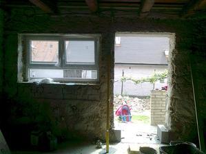 dvere sú fuč, prídu sem balkónové :)