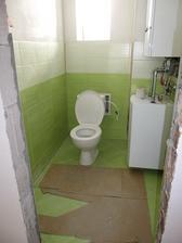a máme funkčné WC!!! Jedinou chybou je to, že ešte nemá dvere :D