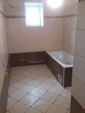 Kúpelňa skoro hotovooo... ešte doložiť rad obkladačiek v sprchovacom kúte a zafugovať :D