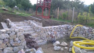 Skoro hotové schody do záhrady.