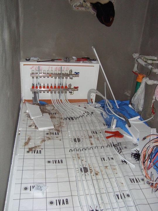 BUNGALOV 19 - Rozvádzač podlahovky v technickej miestnosti
